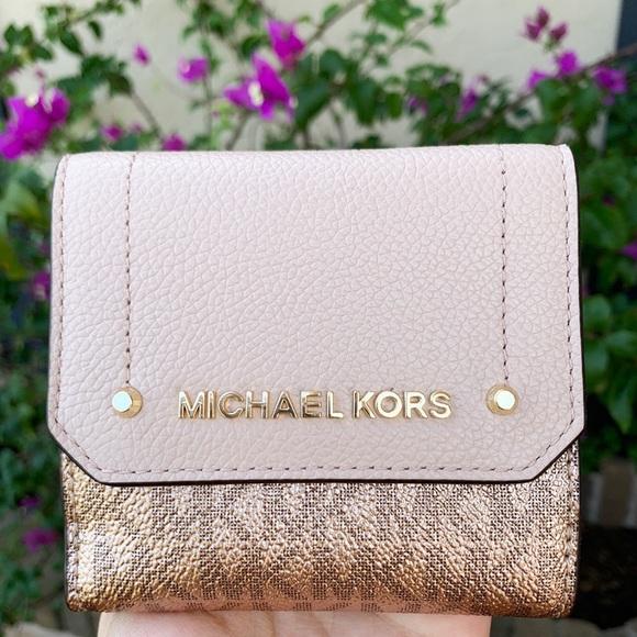Michael Kors Handbags - 👛💕Michael Kors Trifold Coin Case Rose Hold Pink